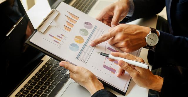 analistas-financeiros-investimento-analise-dados