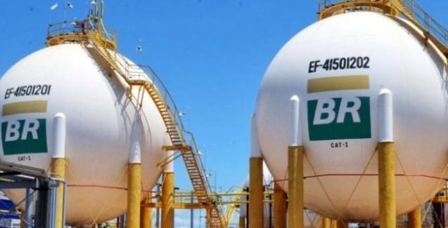 petrobras-reduzira-precos-da-gasolina-em-1-1-nas-refinarias-a-partir-de-sexta-feira