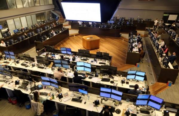 Operadores no pregão da BM&FBovespa 24/05/2016 REUTERS/Paulo Whitaker
