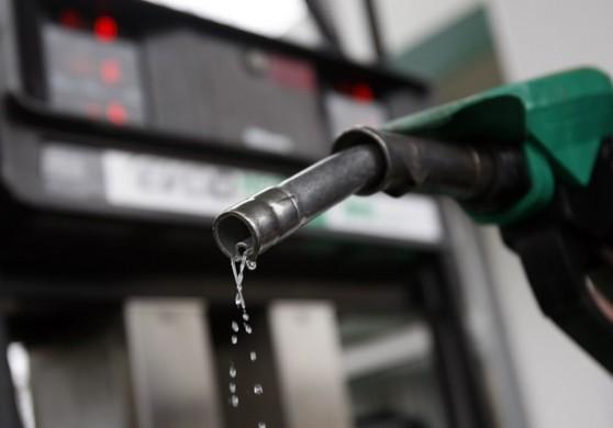 Resultado de imagem para Petrobras anuncia redução de 2% no preço da gasolina nas refinarias