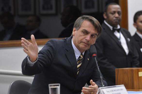 O deputado Jair Bolsonaro durante sessão do Conselho de Ética da Câmara dos Deputados que instaurou nesta terça-feira (16) processo por quebra de decoro contra o deputado  Foto: Wilson Dias/Agência Brasil