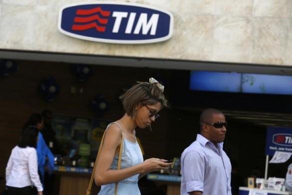 Un negozio di Telecom Italia Mobile a Rio de Janeiro REUTERS/Pilar Olivares