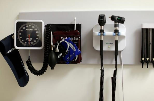 Medical equipment is pictured on the wall of an examination room inside a Kaiser Permanente health clinic located inside a Target retail department store in San Diego, California November 17, 2014. REUTERS/Mike Blake